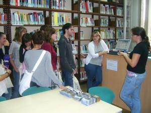 Sessió de formació alumnes d'història. Edifici Ramon Llull